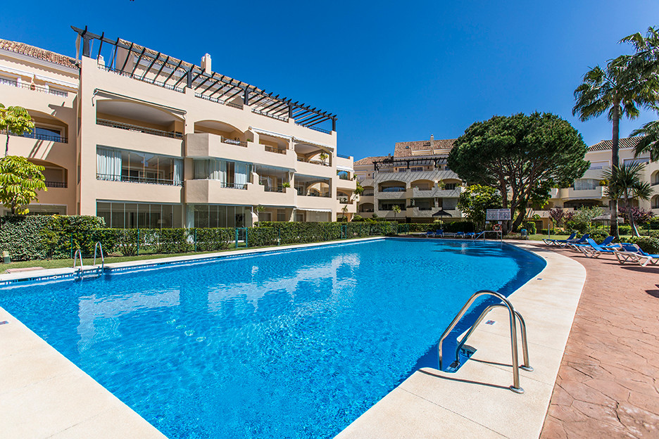 Immaculate and sunny corner apartment in Hacienda Playa only a stone´s throw away from the sandy bea,Spain