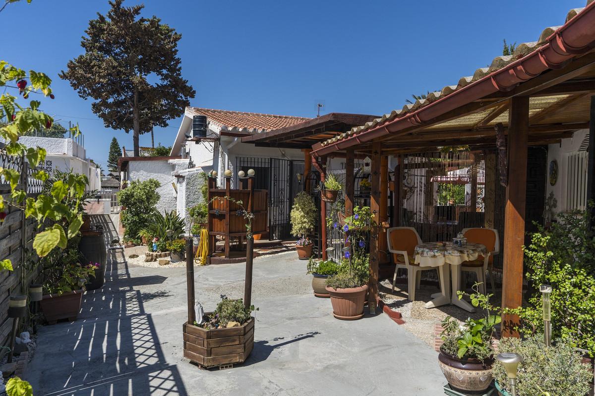 Detached Villa in Costabella R2538032
