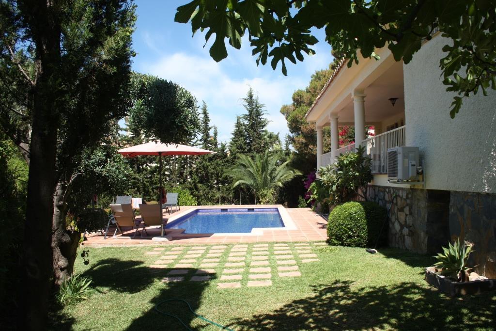 House in Artola R3318487 12