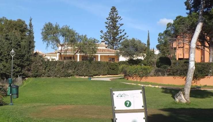 House in Artola R3318487 13