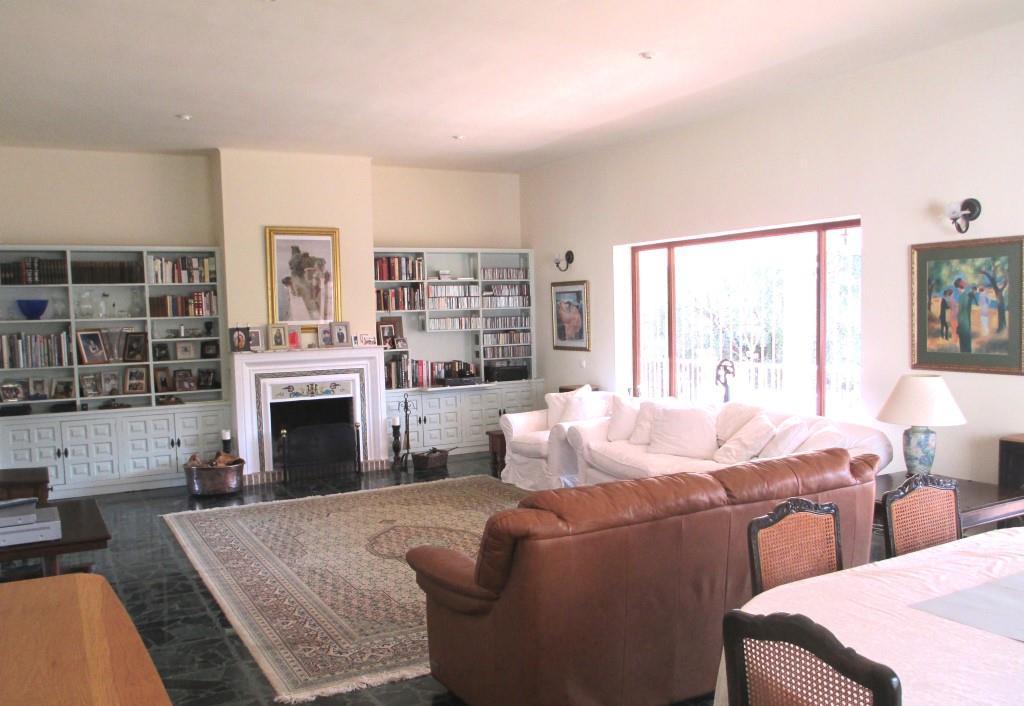 House in Artola R3318487 4