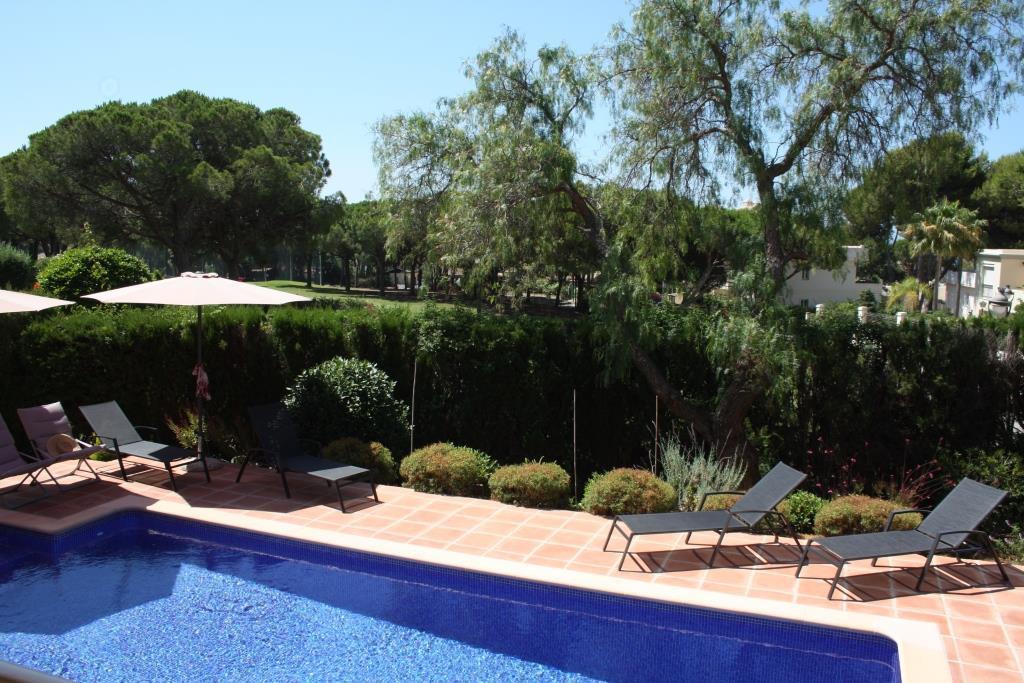 House in Artola R3318487 6