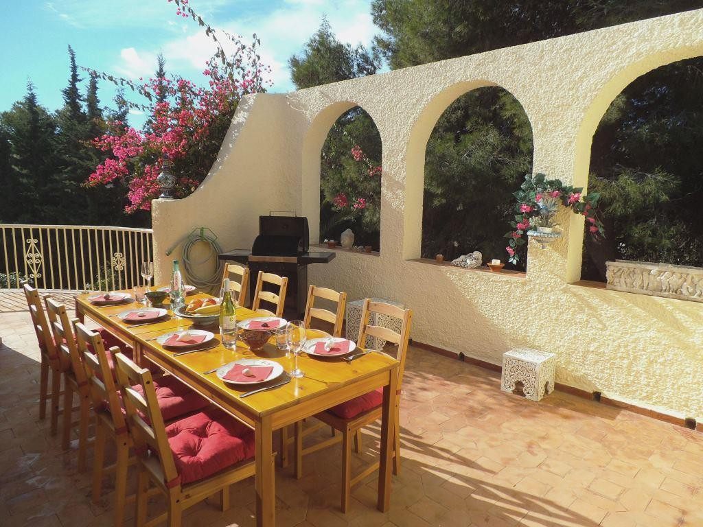 House in Artola R3318487 8