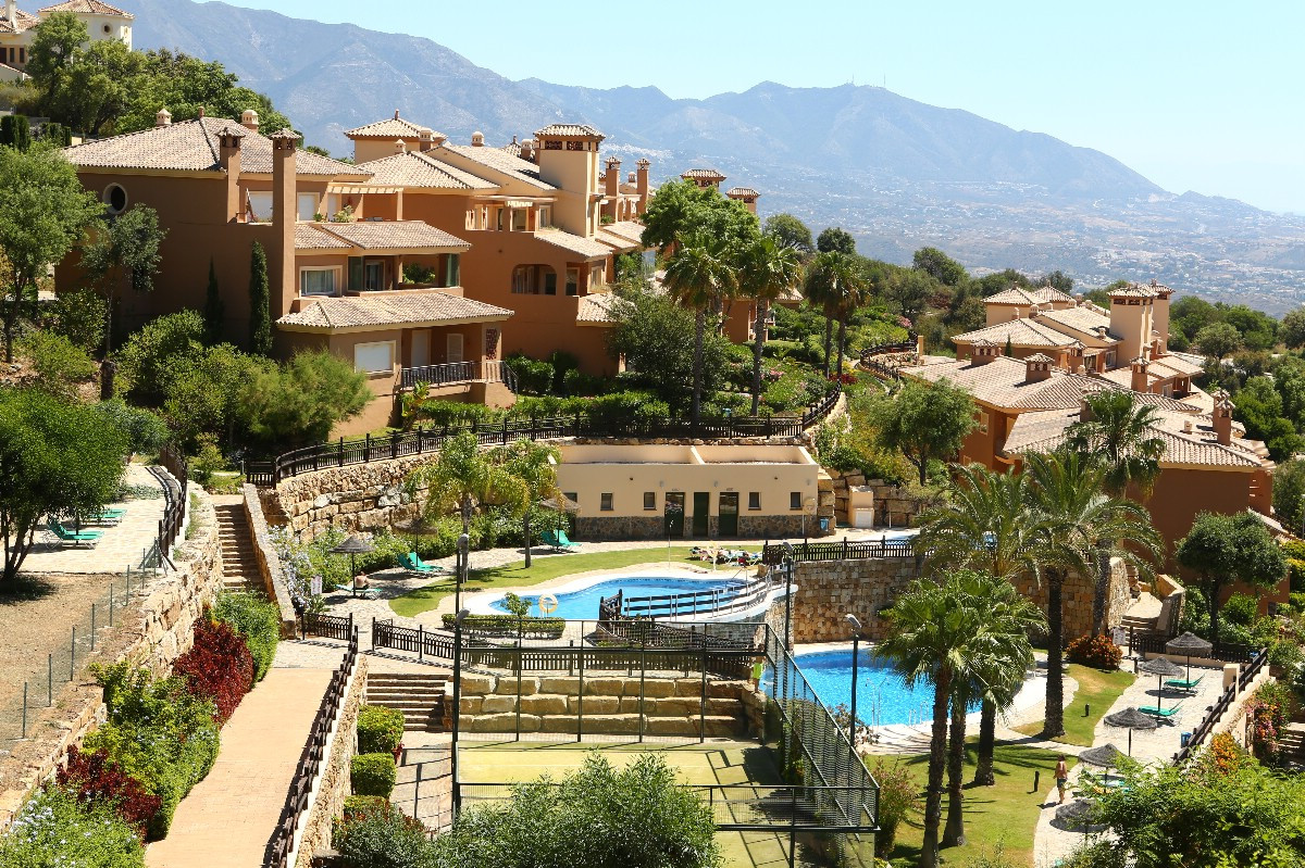 Wonderful penthouse in El Vicario III in La Mairena. The apartment offers two bedrooms, two bathroom,Spain