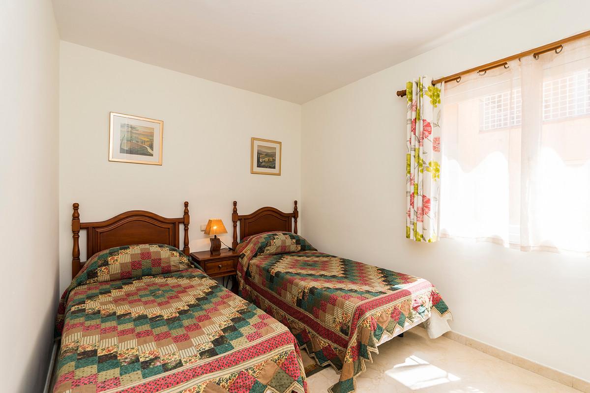 Apartment Middle Floor Elviria Málaga Costa del Sol R3531658 10