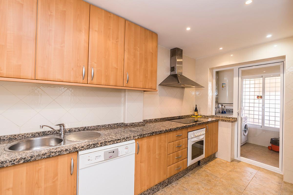 Apartment Middle Floor Elviria Málaga Costa del Sol R3531658 4