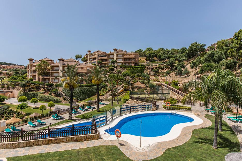 Beautiful garden apartment with stunning panoramic sea views in El Vicario II in La Mairena, Elviria,Spain