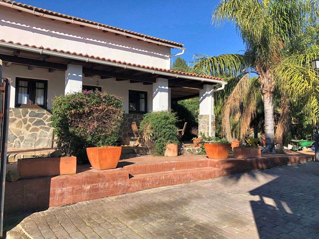 This lovely country property is located in the hills only 10 minutes from Tolox, 50 minutes from the,Spain