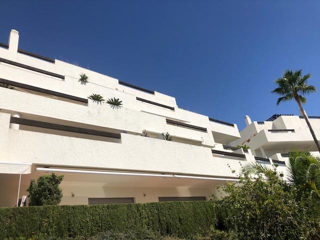 Luxury apartament in the urbanization La Azalia, in La Reserva of Alcuzcuz in Benahavis.  It consistSpain