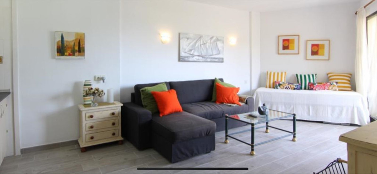 Fantastic first line golf studio, completely renovated. It is located a few meters from the Atalaya ,Spain