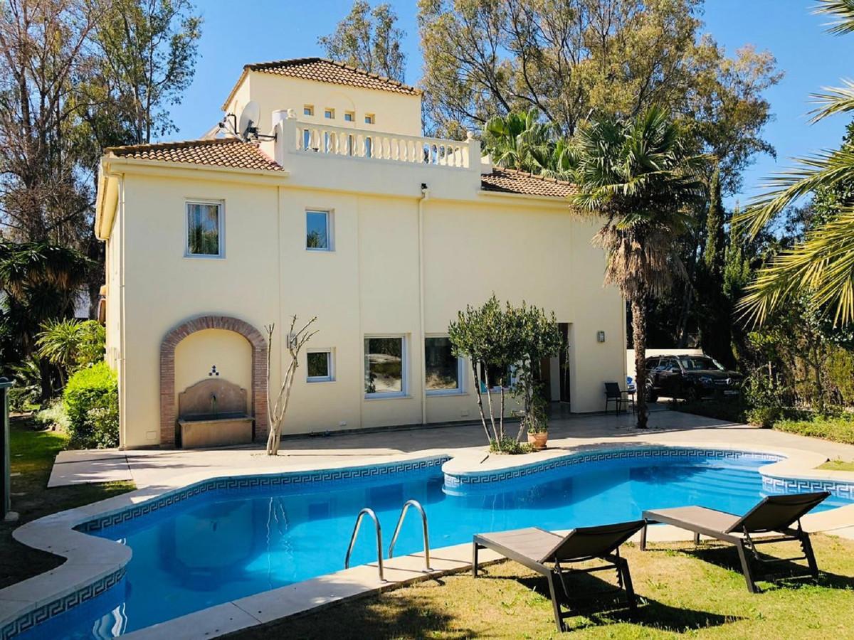 Villa Till salu i Nueva Andalucía R3827887