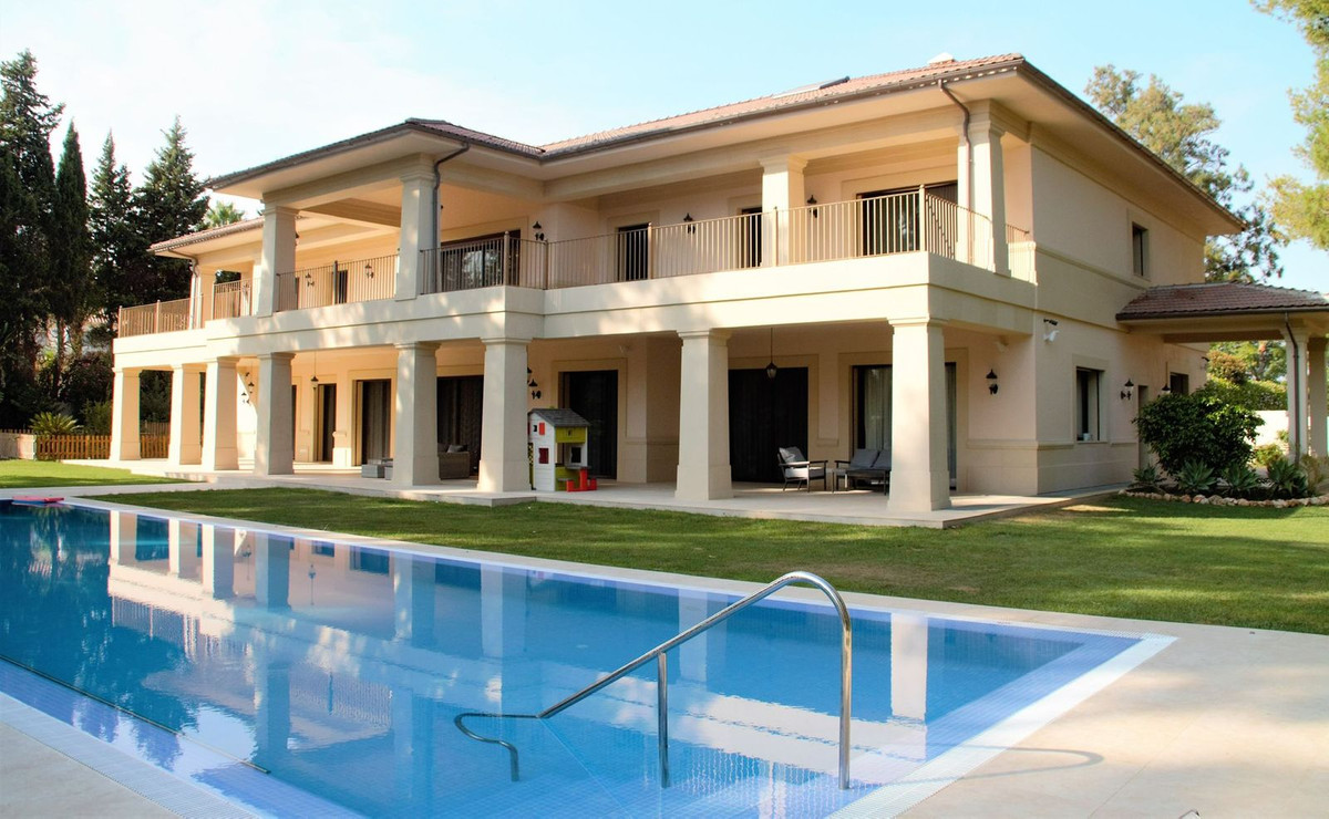 Magnificent villa a few meters from the beach in Guadalmina Baja! Luxury location, about 10 minutes ,Spain