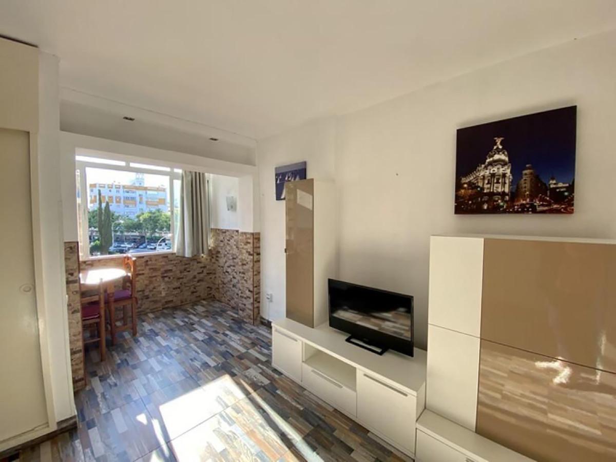 Middle Floor Studio, Benalmadena, Costa del Sol. Built 33 m², Terrace 3 m². With turistic licence Se,Spain