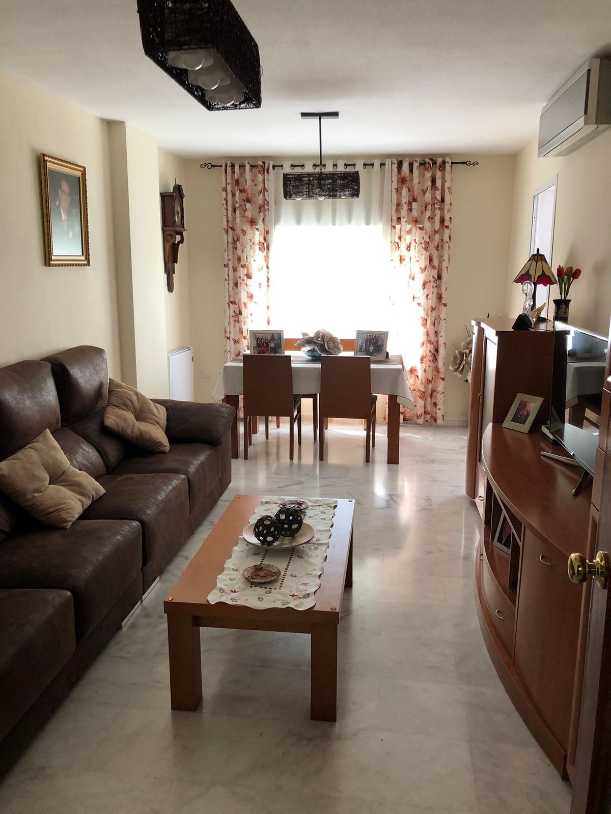 Middle Floor Apartment, Las Lagunas Mijas Costa, Costa del Sol. 3 Bedrooms, 2 Bathrooms, Built 127 m,Spain
