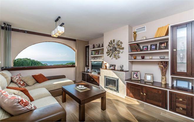 Top Floor Apartment, Calahonda, Costa del Sol. 2 Bedrooms, 1 Bathroom, Built 76 m2;. community fees ,Spain