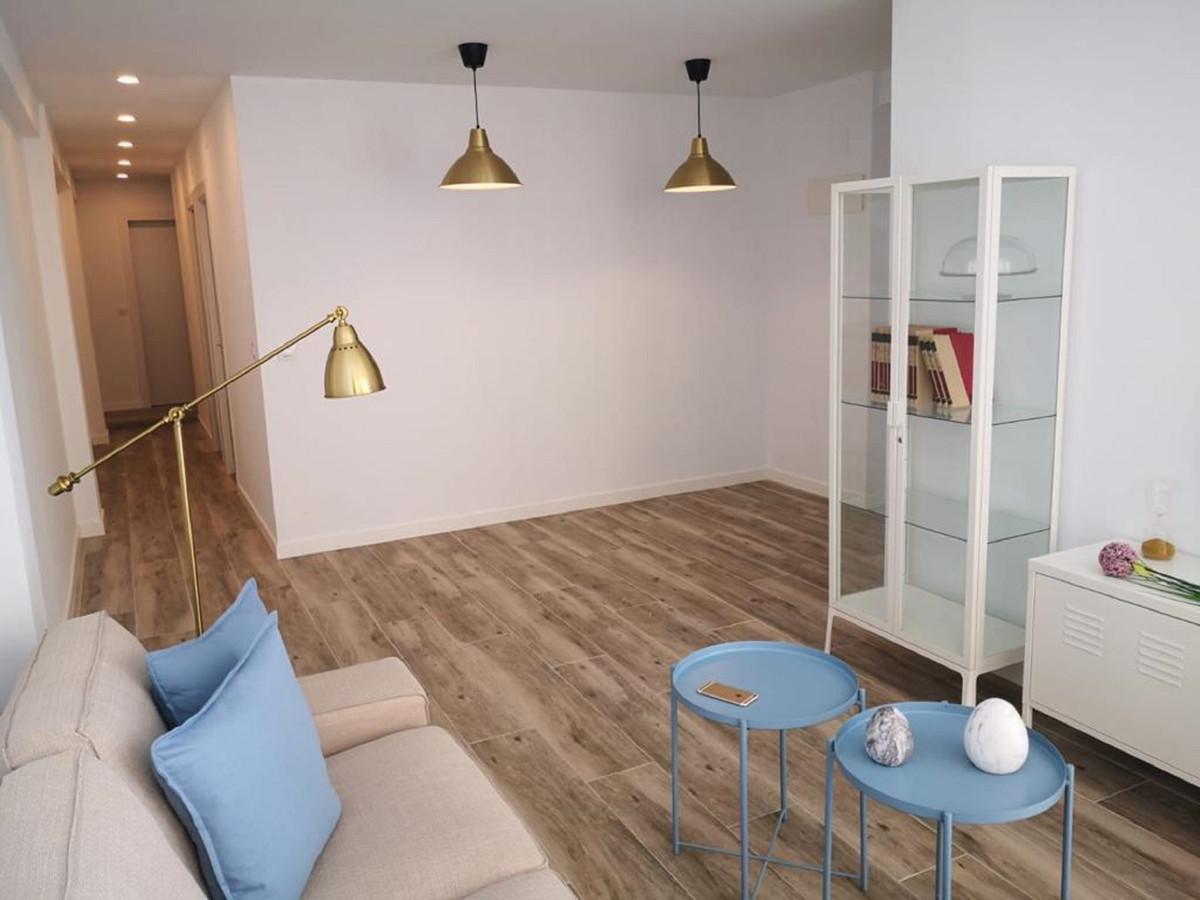 Middle Floor Apartment, Malaga 4mn historic Centre, Costa del Sol. 3 Bedrooms, 1 Bathroom, Built 86 ,Spain