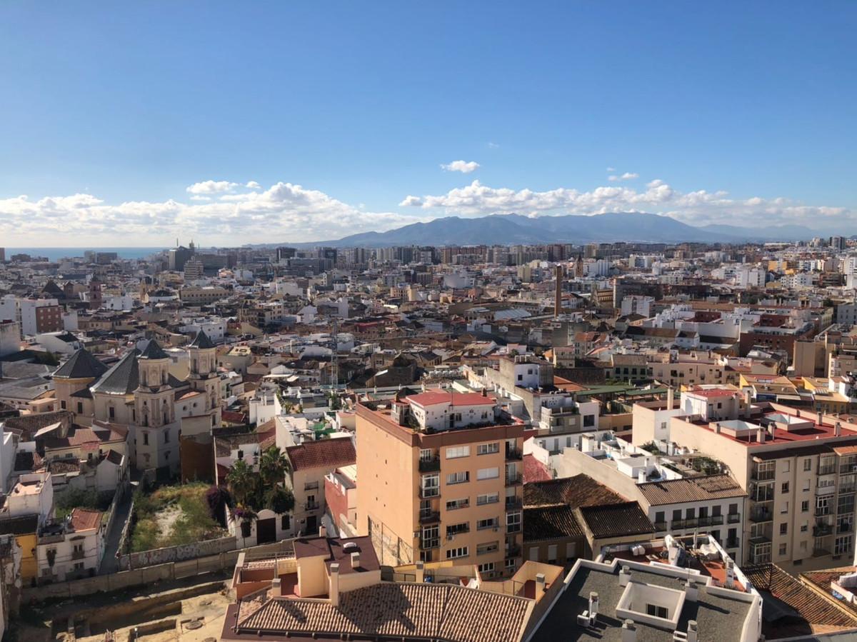 9th Floor Apartment, Malaga 5mn walking historic Centre, Costa del Sol. 3 Bedrooms, 1 Bathroom, Buil,Spain