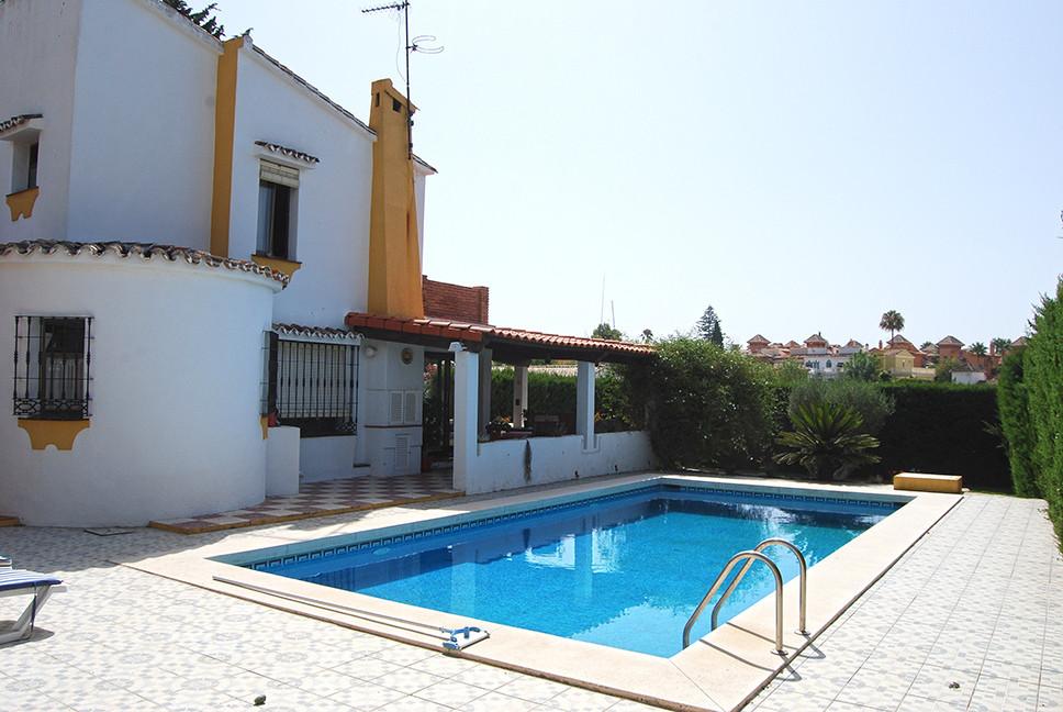 Villa te koop in Sierrezuela R2706242