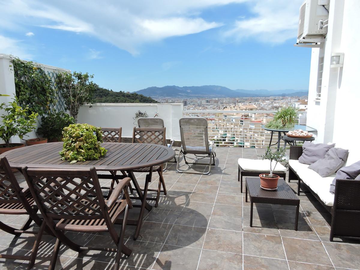 Semi-Detached House, Malaga, Costa del Sol. 4.5 Bedrooms, 3.5 Bathrooms, Built 224 m2;.  Setting : C,Spain