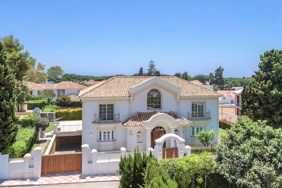 Villa for sale in The Golden Mile