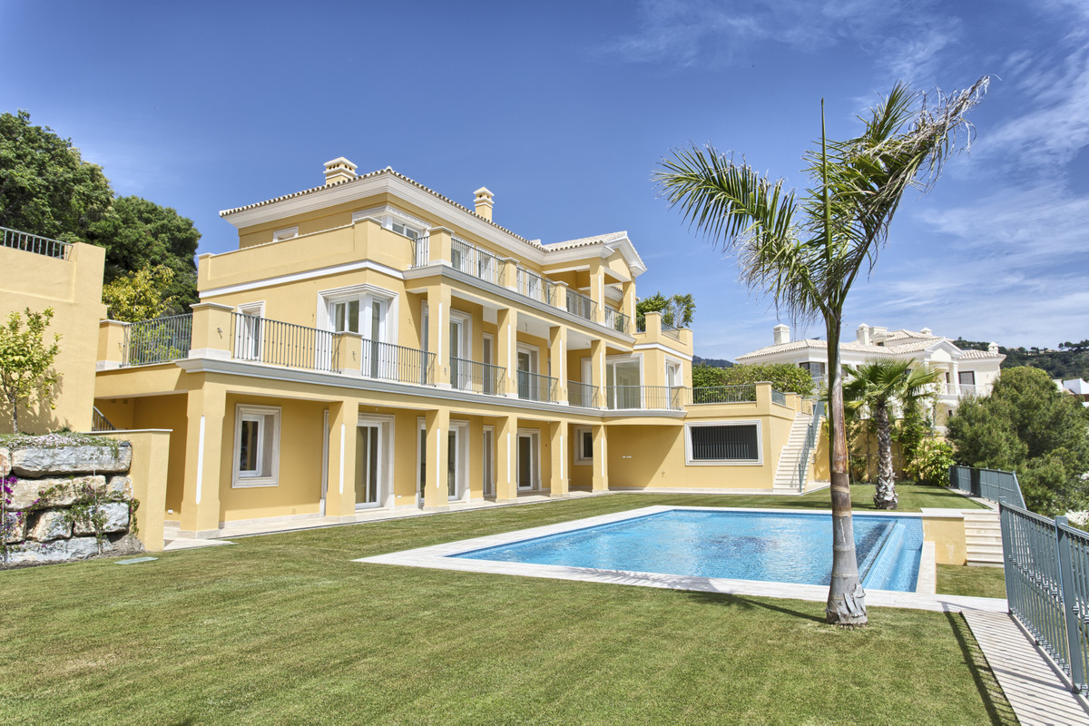 Top quality new built villa, build to the highest standards with beautiful views to the coast, the m,Spain