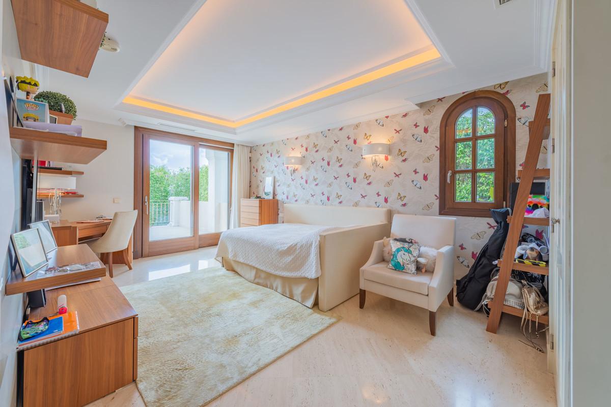 6 Bedroom Detached Villa For Sale The Golden Mile