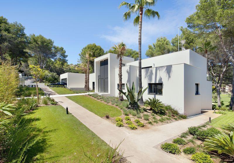 Exceptional villa in Palma de Mallorca. 620 m2 built on a plot of 2000 m2 in the center of Son Vida ,Spain