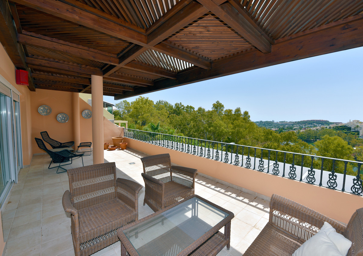 This beautiful luxury duplex apartment is located in a safe gated complex in the hills of Nueva Anda,Spain