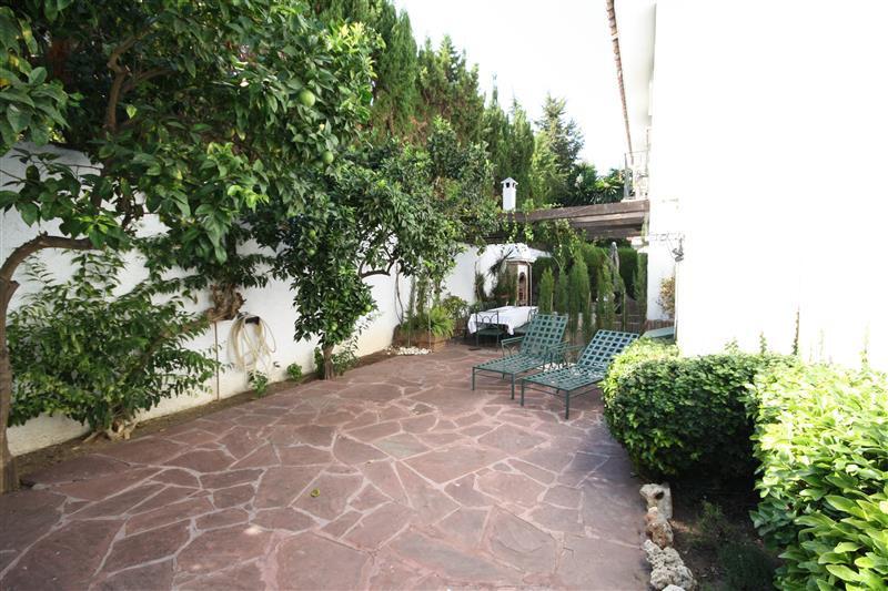 House in Los Monteros R2043104 10