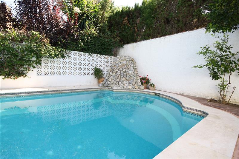 House in Los Monteros R2043104 11