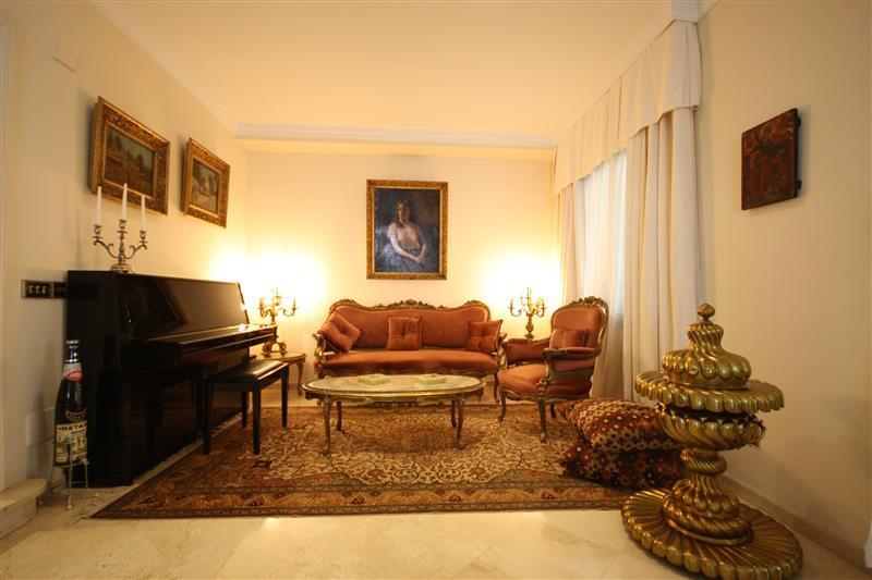 House in Los Monteros R2043104 12