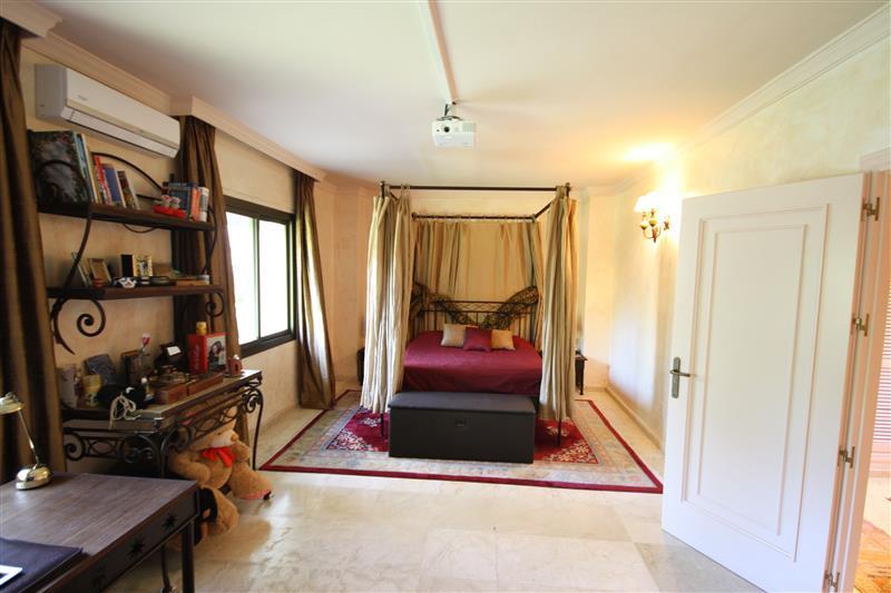 House in Los Monteros R2043104 15