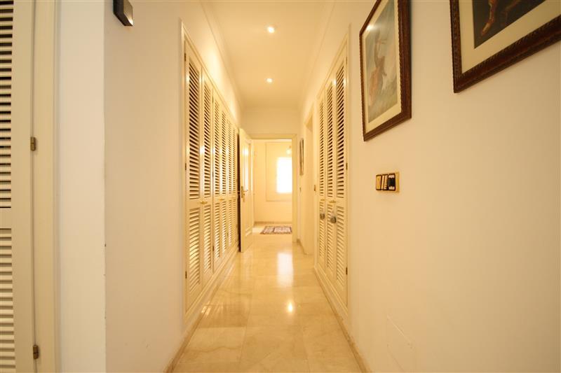House in Los Monteros R2043104 21