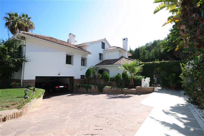 House in Los Monteros R2043104 5