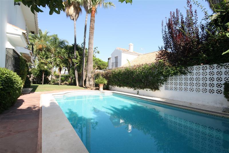 House in Los Monteros R2043104 6