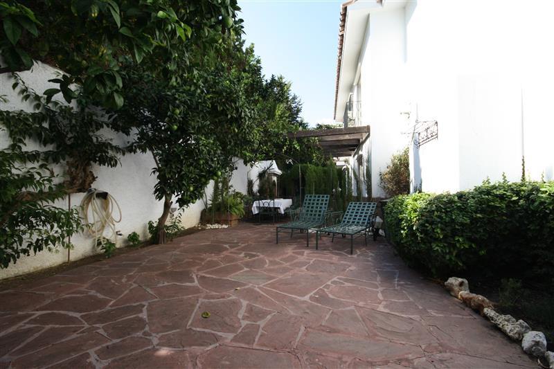 House in Los Monteros R2043104 9