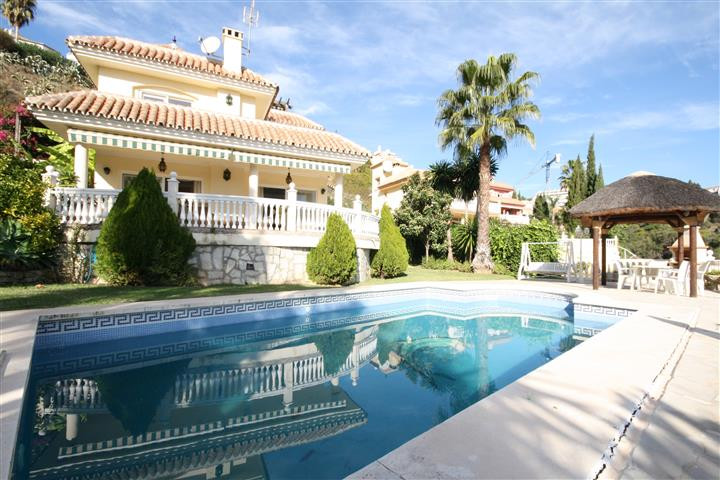 Detached villa in one of the most sought after streets of calahona close to the norwegian church, pr,Spain