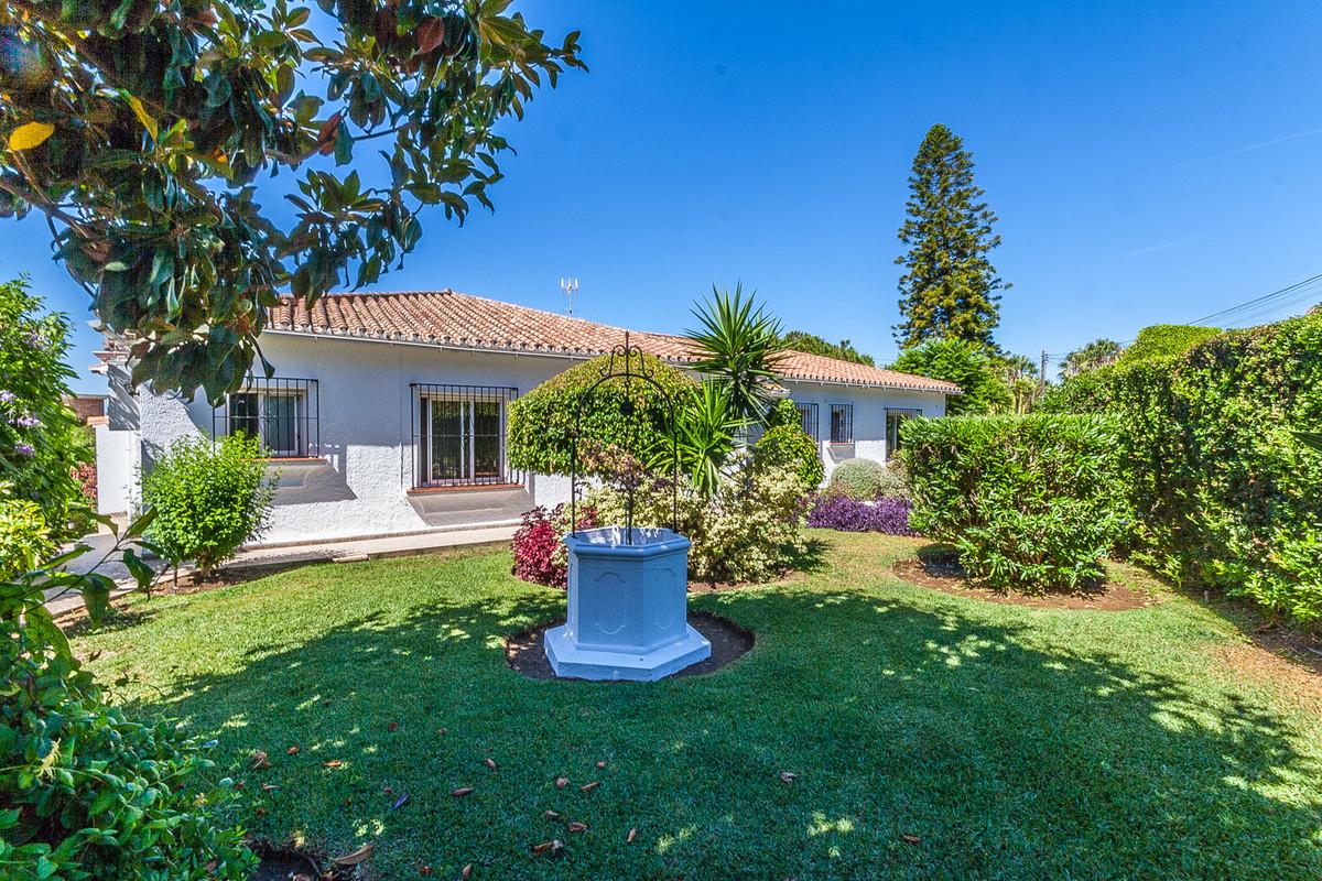 Villa Till salu i Elviria R3446227