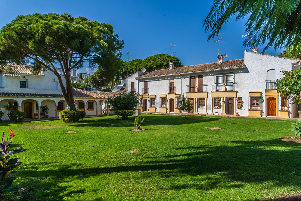 2 Bedroom Townhouse For Sale, Elviria