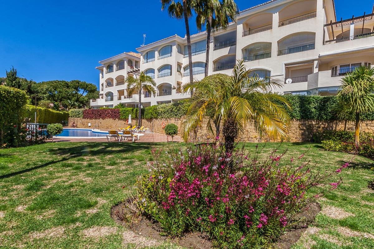 Sunny, south facing corner ground floor apartment in the sought after urbanisation Hacienda Playa, b,Spain