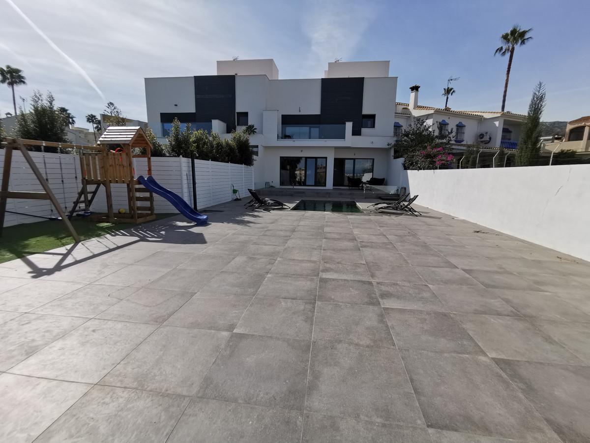 Villa  Pareada en venta   en Torremolinos