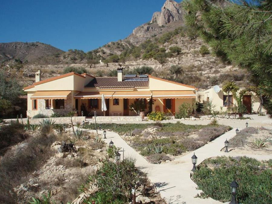 Rural and very quiet, not visible from the public road, built in 2007 on a large plot of 2.7 hectare,Spain