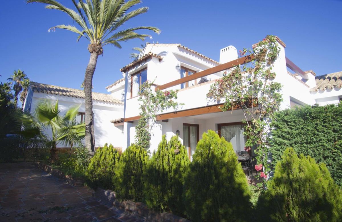 Detached Villa for sale in Marbesa R3300010