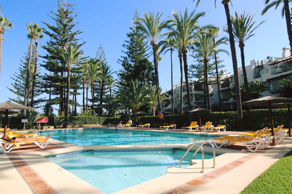 Spacious apartment on the beachfront. It is located in San Pedro de Alcantara, about 10 minutes walk,Spain