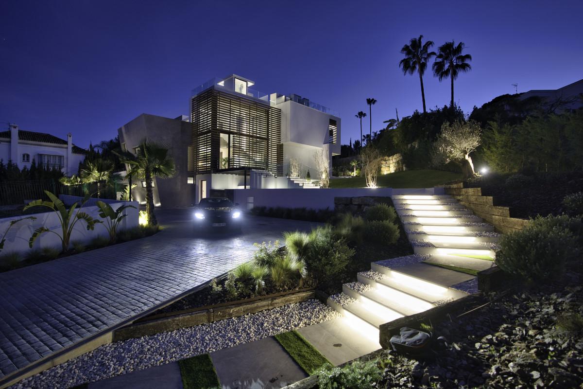 Detached Villa for sale in Nueva Andalucía R3699926