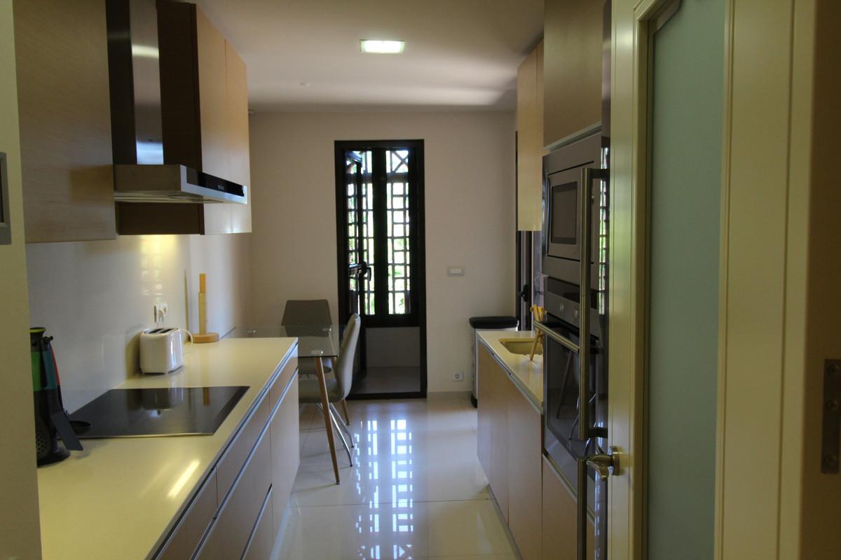 Middle Floor Apartment in Guadalmina Baja