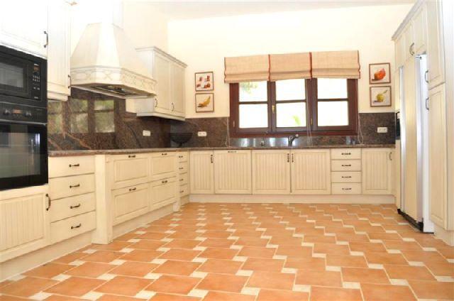 Villa con 5 Dormitorios en Venta La Zagaleta