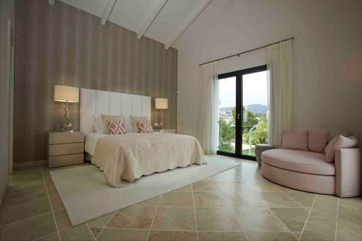Freistehende Villa in Nueva Andalucía R2692697