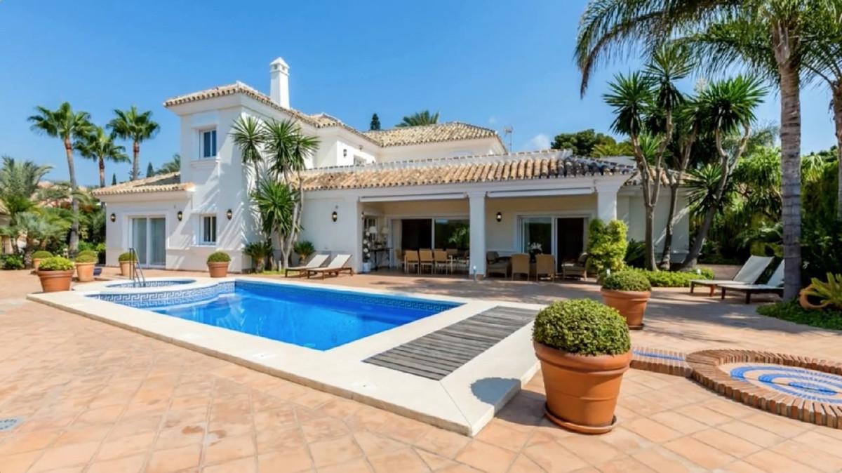 Villa 5 Dormitorios en Venta Los Monteros