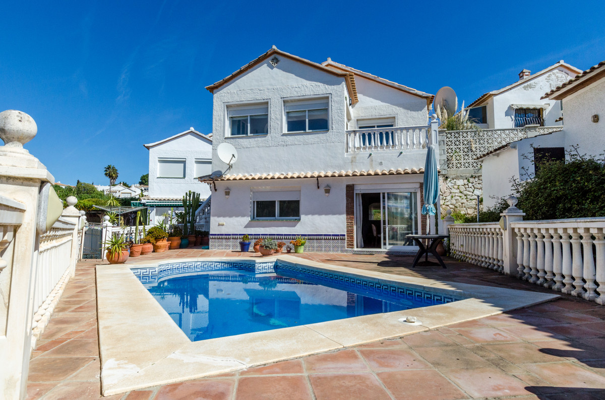 This is a villa situated in EL Faro, Consists of 3 beds on one level with a separate apartment groun,Spain